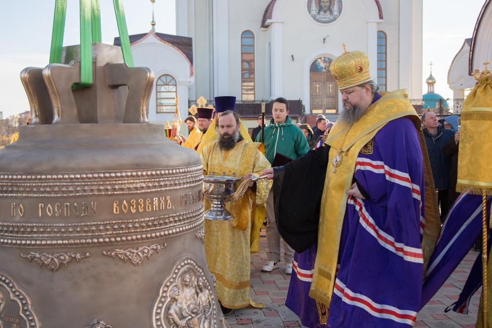Епископ Волгодонский и Сальский Корнилий совершил чин освящения колокола, креста и купола