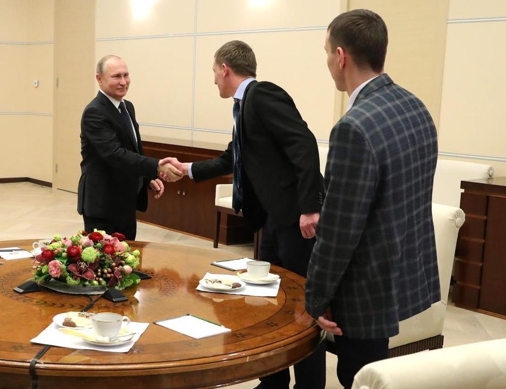 «Звездные» сварщики из Волгодонска за чашкой чая пообщались с Владимиром Путиным
