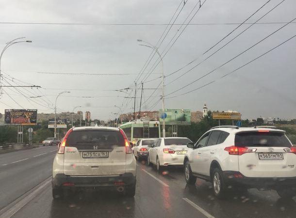 Пробка на мосту: в Волгодонске на проспекте Строителей  встало движение
