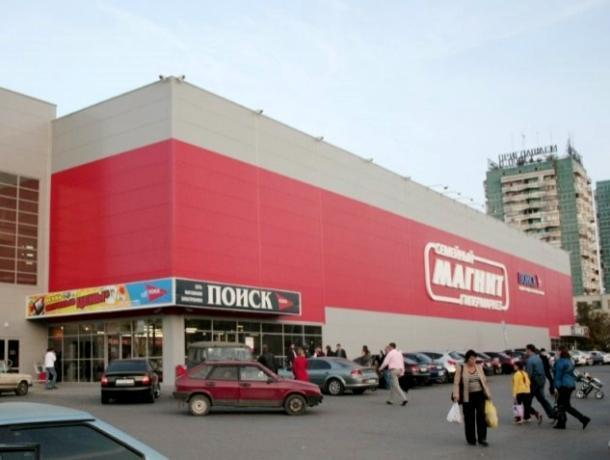 С угрозами о расправе накинулся на охранников гипермаркета «Магнит» покупатель, пытающийся украсть жвачку