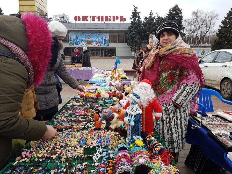 Площадь Победы в Волгодонске на полдня превратилась в торговые ряды