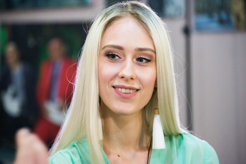 Алина Фартучная блеснула знаниями на интеллектуальном этапе «Мисс Блокнот»