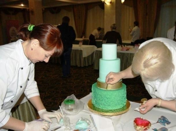 Свадебный торт волгодончанки стал самым красивым в Южном Федеральном округе