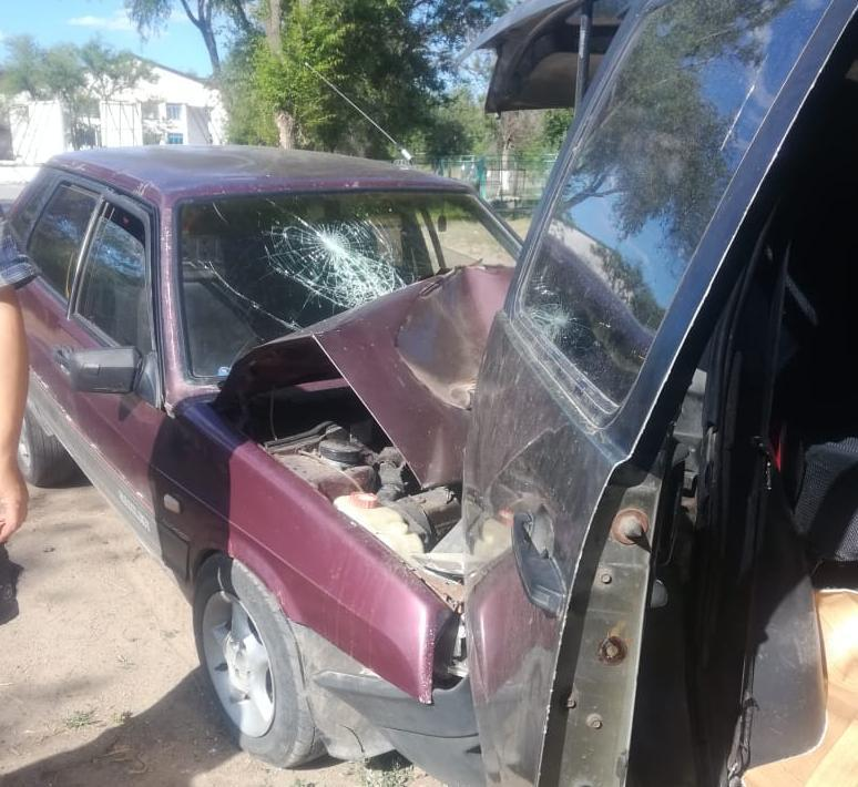 Лишенный прав пьяный водитель протаранил авто с ребенком, стоящее на обочине