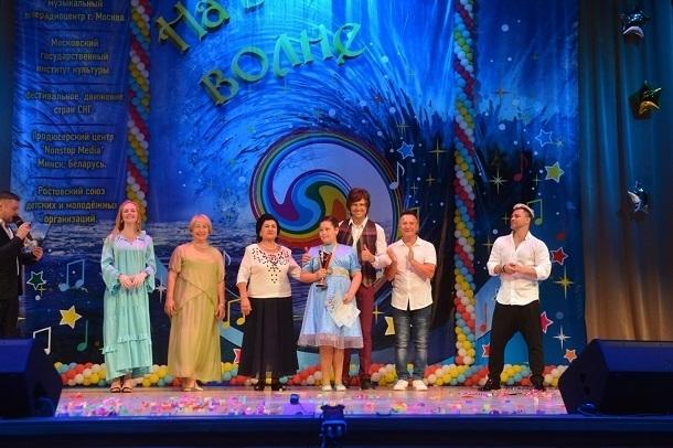В номинации «народный вокал» Арина Мартиросян стала победителем международного конкурса «На высокой волне — 2018» в Сочи