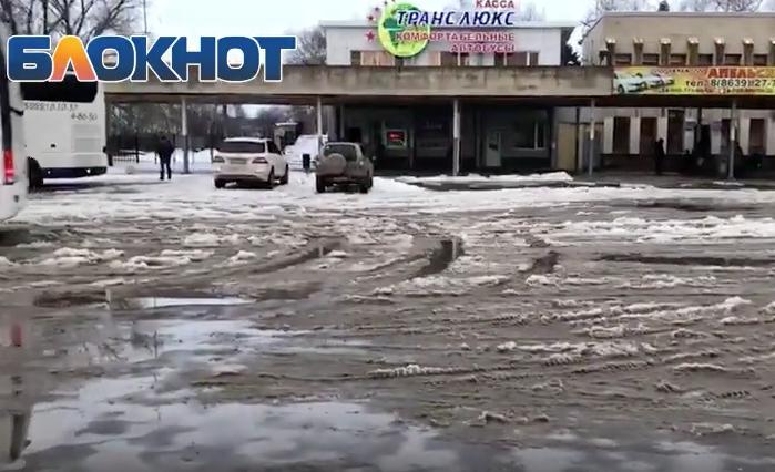 Позор и стыд людям, отвечающим за состояние привокзальной площади Волгодонска, - гостья из Краснодара