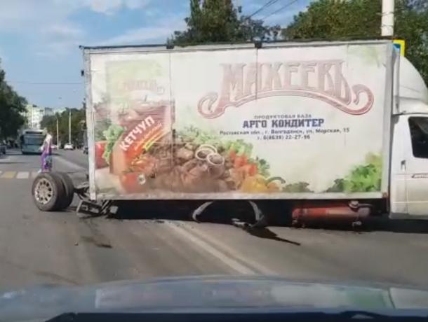 «Газель» с вырванным задним мостом перегородила дорогу на Энтузиастов