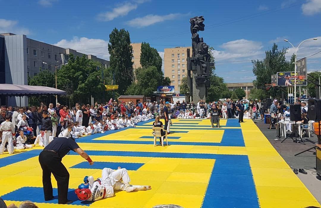 День защиты детей начался с турнира по рукопашному бою возле «Комсомольца»
