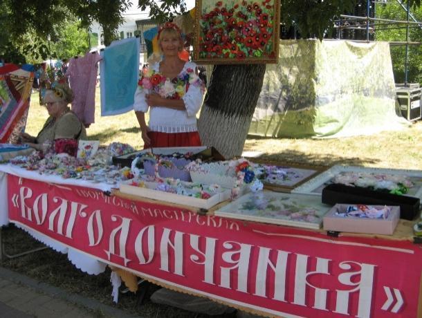 Волгодонские рукодельницы блеснули своими работами на межрегиональном фестивале казачьего фольклора