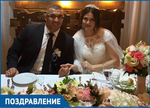 Один из самых сильных мужчин Волгодонска Хасыл Дадаханов женился на очаровательной пауэрлифтирше