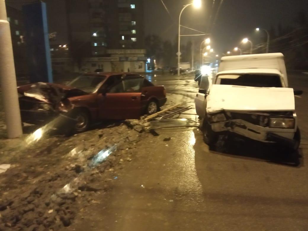 Две машины разворотило после ДТП на Морской в Волгодонске