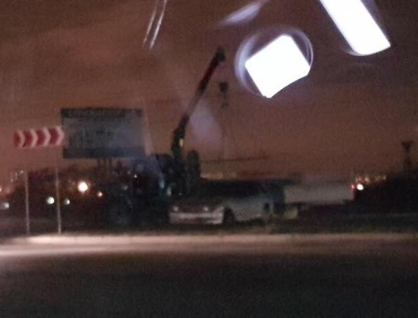В Волгодонске ВАЗ залетел внутрь кольца на Жуковском шоссе