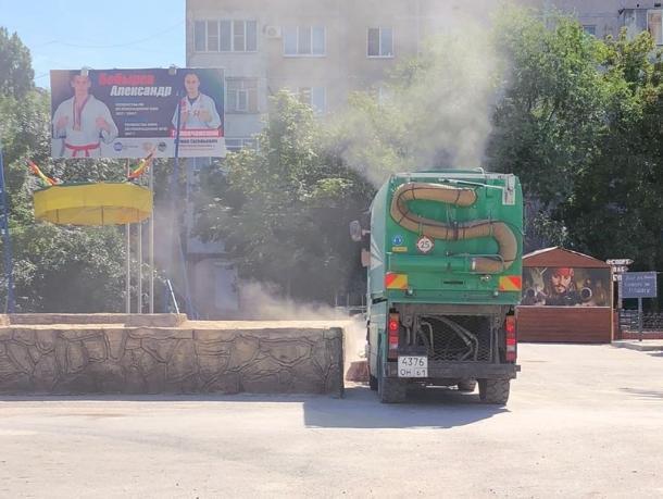 Убирают или наоборот, - волгодонцы засняли на видео сомнительную уборку улиц
