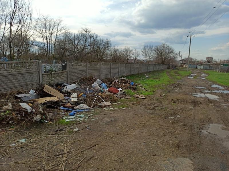 Асфальтовым боем отсыпят наиболее грязные участки дороги к новому кладбищу в Волгодонске до Пасхи