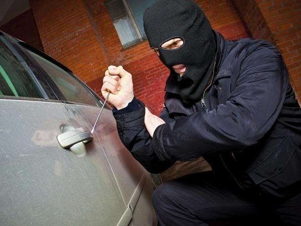 До пяти лет тюрьмы грозит волгодонцу за украденные из автомобиля аккумуляторы