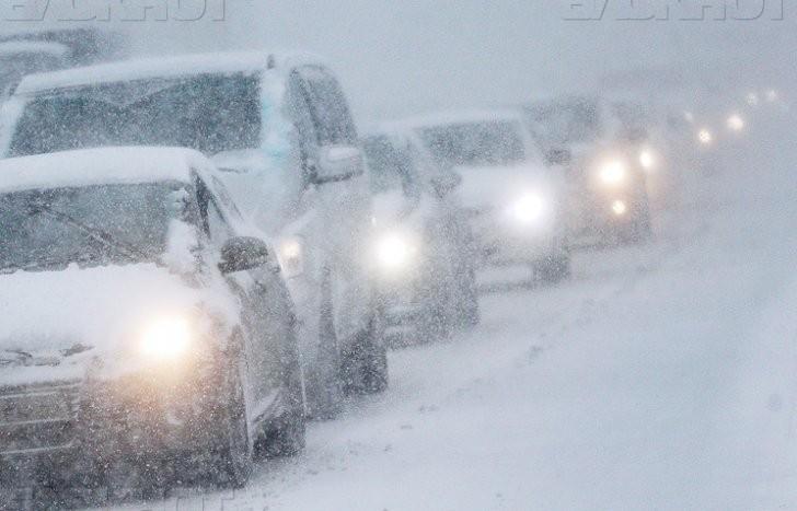 Из-за сильного снегопада ограничено движение на всех трассах вокруг Волгодонска